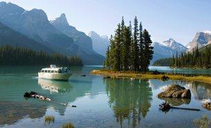 Banff Spirit lake cruise